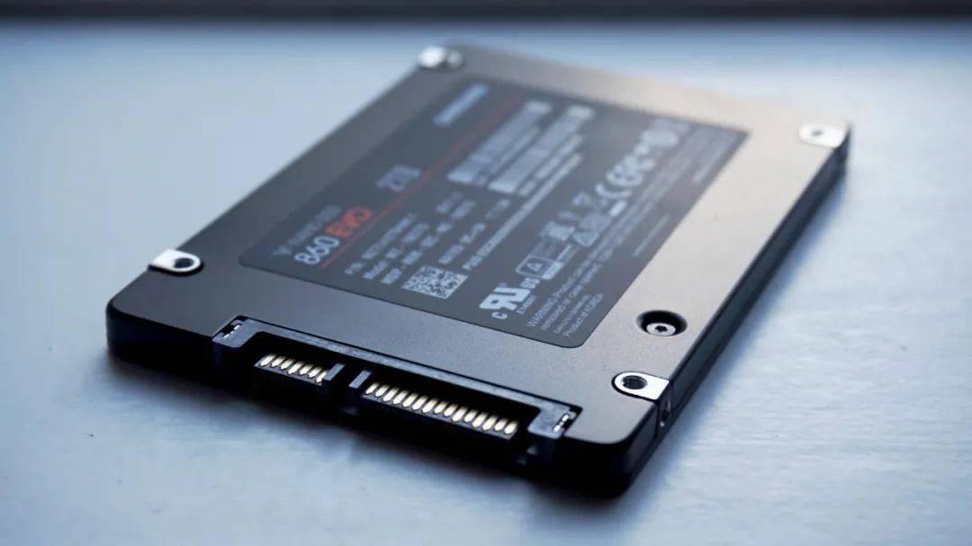 【小狮子诊所】买SSD该选SATA接口还是M.2的?