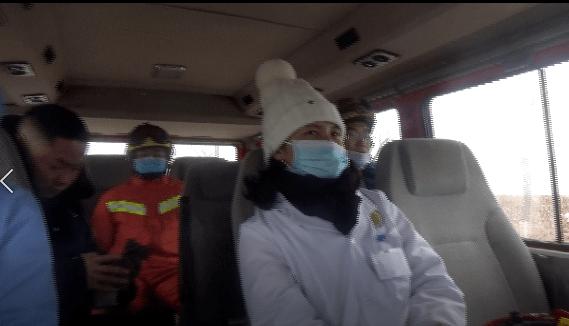 冰雪封路,孕妇待产!消防医生民警展开生命接力
