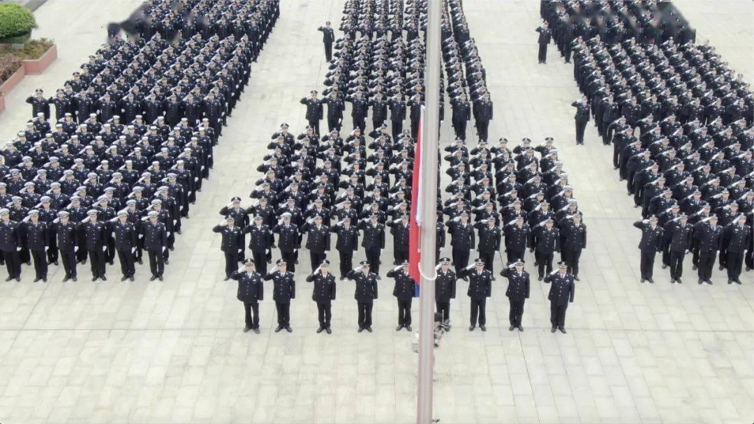 今天,八桂铁军迎警旗飘扬
