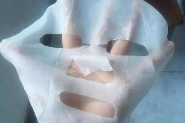 """山西:女子护肤有心,结果却""""烂脸""""了!这种面膜不要再使用…  第1张"""