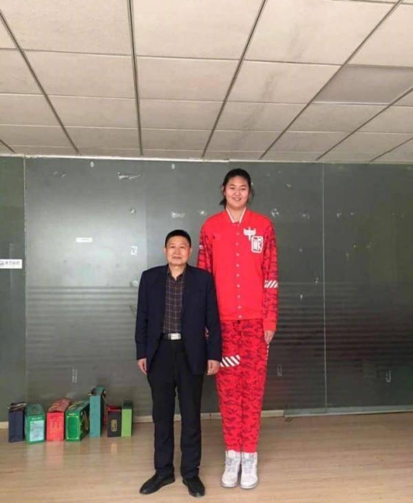 13岁少女身高2米26追平姚明?她叫张子宇,出身篮球世家