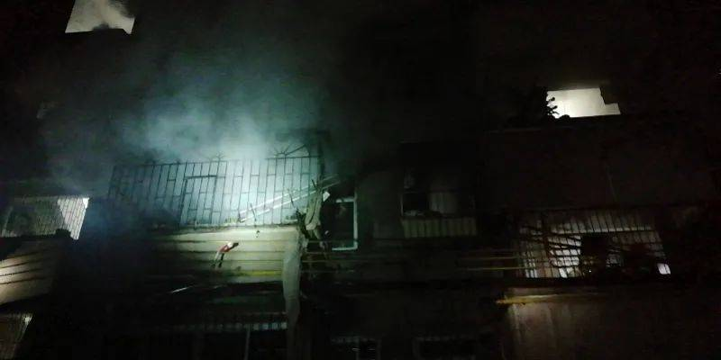 广东一民房发生火灾,火势燃烧猛烈,5名人员被困!