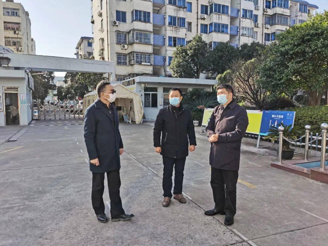 黄人川局长暗访督查学校防疫工作