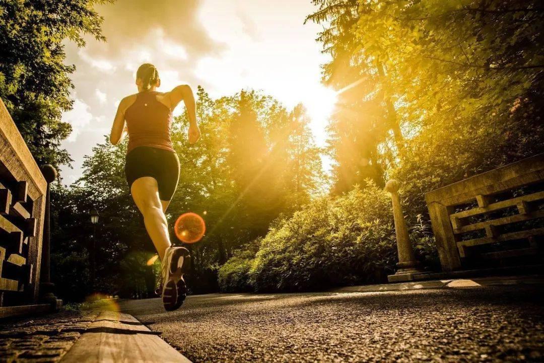 脑血管堵塞,脚上会有4个症状,防脑梗,做好3件事是关键