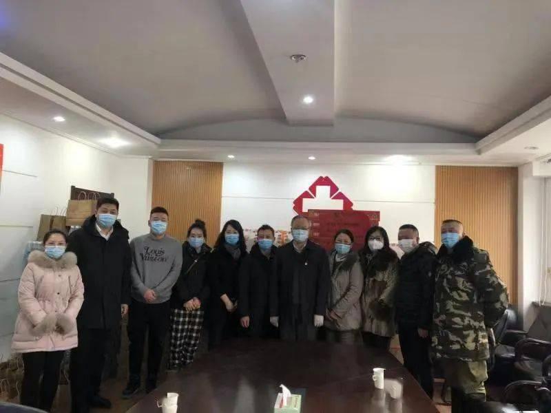 市人大和平区代表团代表慰问和平区疾控中心医护人员