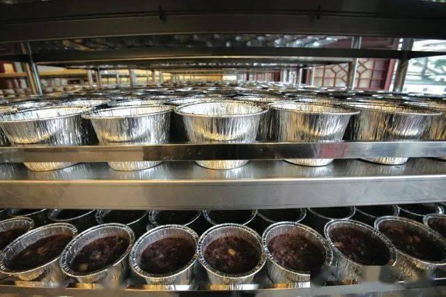 杭州人心心念的灵隐寺腊八粥今晨开煮,首批腊八粥已在路上!