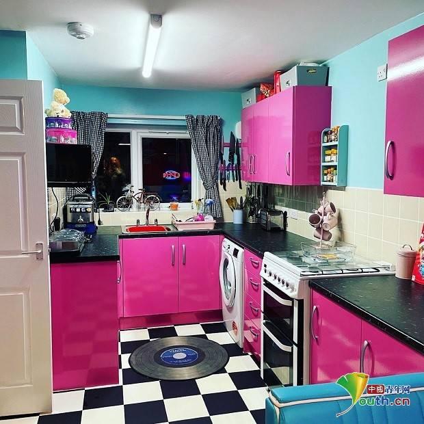 国外女子宅家期间将厨房改造成美式餐厅