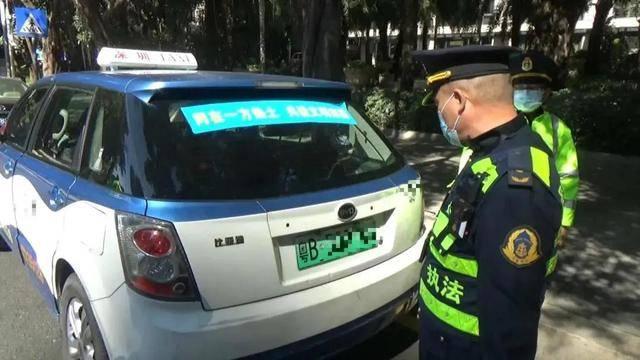 的士司机竟无证驾驶,还敢弃车逃跑?!