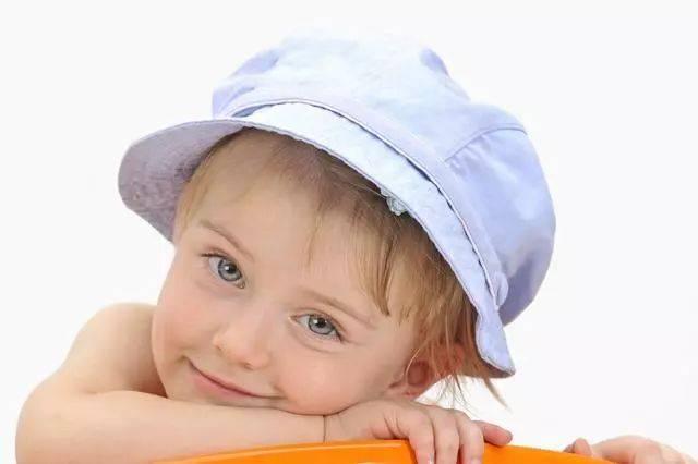 不要给孩子过度的保护,能干的父母,夺走了孩子成长的机会