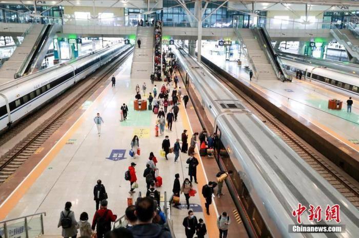 全国铁路推行新的列车运行图 一部分大城市间旅行时间大幅度缩小