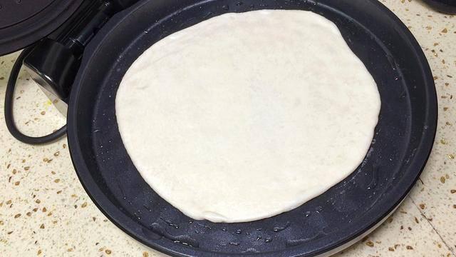 电饼铛烙饼怎么才能软(电饼铛烙饼不硬的窍门)
