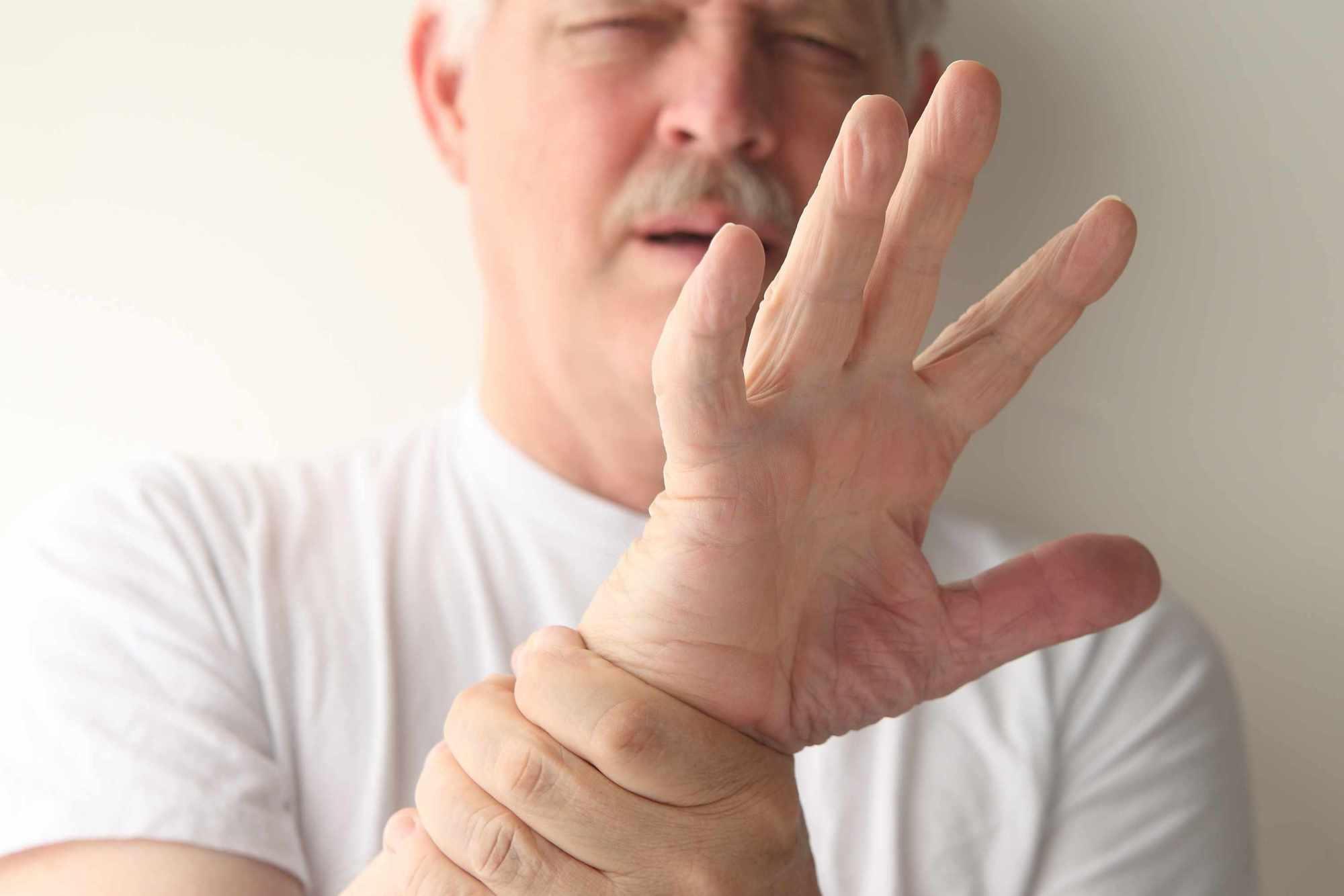 """几种坏习惯导致""""特发性震颤"""",需提前警惕!"""