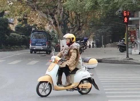 电动车被禁,该拿什么送娃去上学?专家给的建议令人欢呼