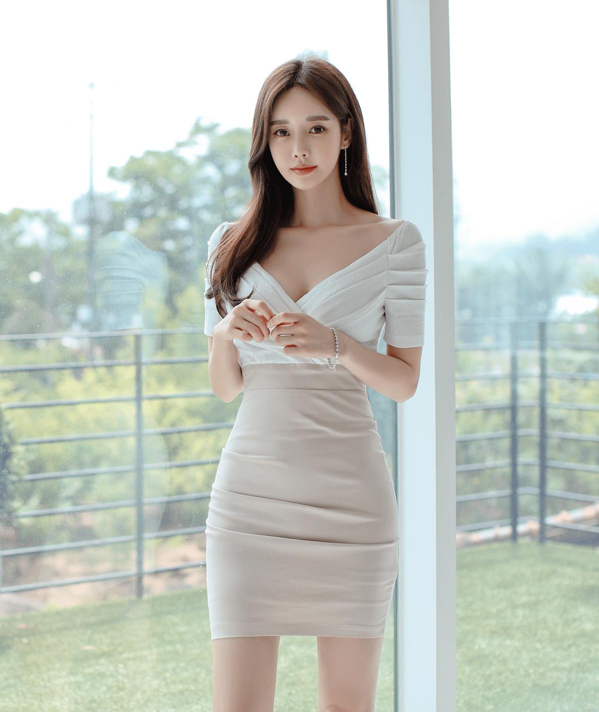 韩国模特孙允珠粉色长裙高清图片