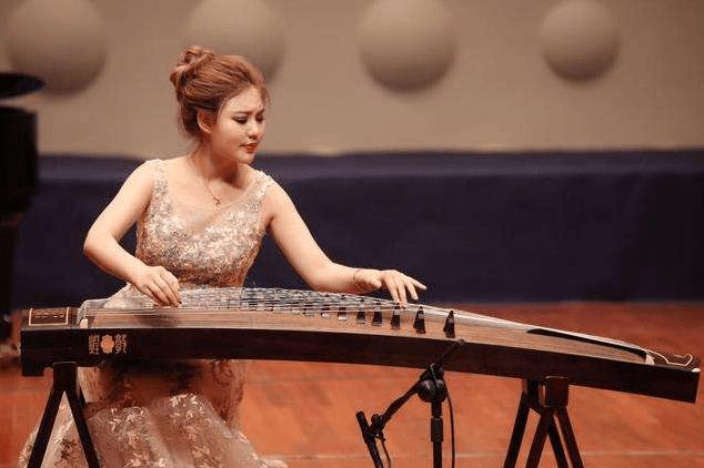 十大最有气质的乐器女(适合零基础女生学的乐器)