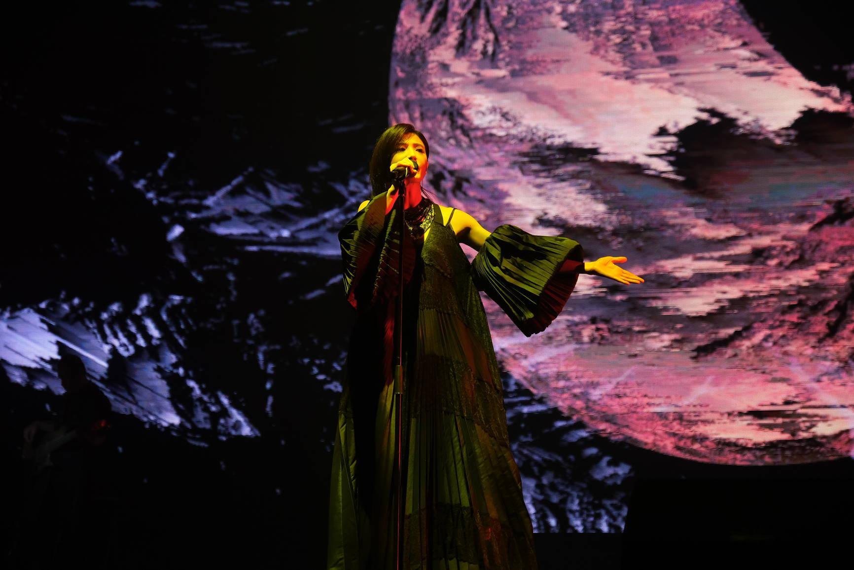 苏慧伦《生命之花》演唱会绽放北流 暗夜摇滚女伶登高开唱