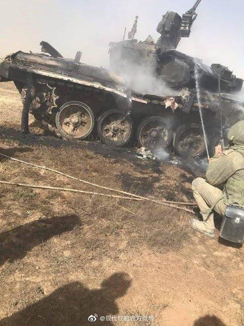 """俄军""""自相残杀""""!BMP-2步战车用反坦克导弹,重创一辆T-90A坦克"""