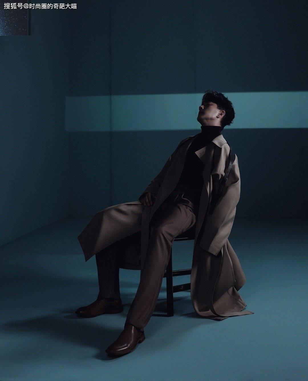 刘恺威46岁仍似少年 黑白大片演绎极致孤独感 果然越老越有魅力