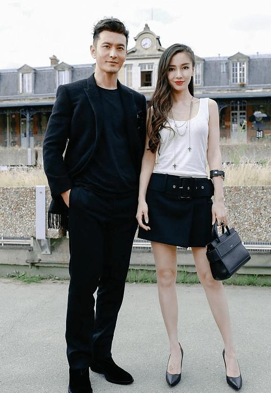 杨颖带小海绵出街 白色卫衣配半身裙 经典黑白配不像是孩子妈妈