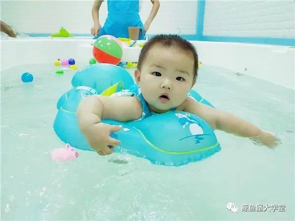抓住宝宝成长发育黄金期 秋冬也要坚持游泳哦~