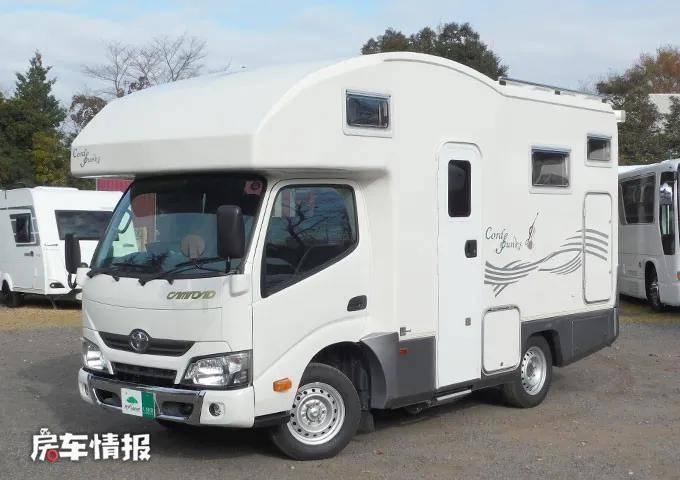 丰田自动挡轻卡房车有何不同?车长仅5米却能住6人,开起来真方便