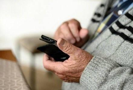 智能科技下被边缘化的老人心酸场景不断,科技该如何拥抱老人?