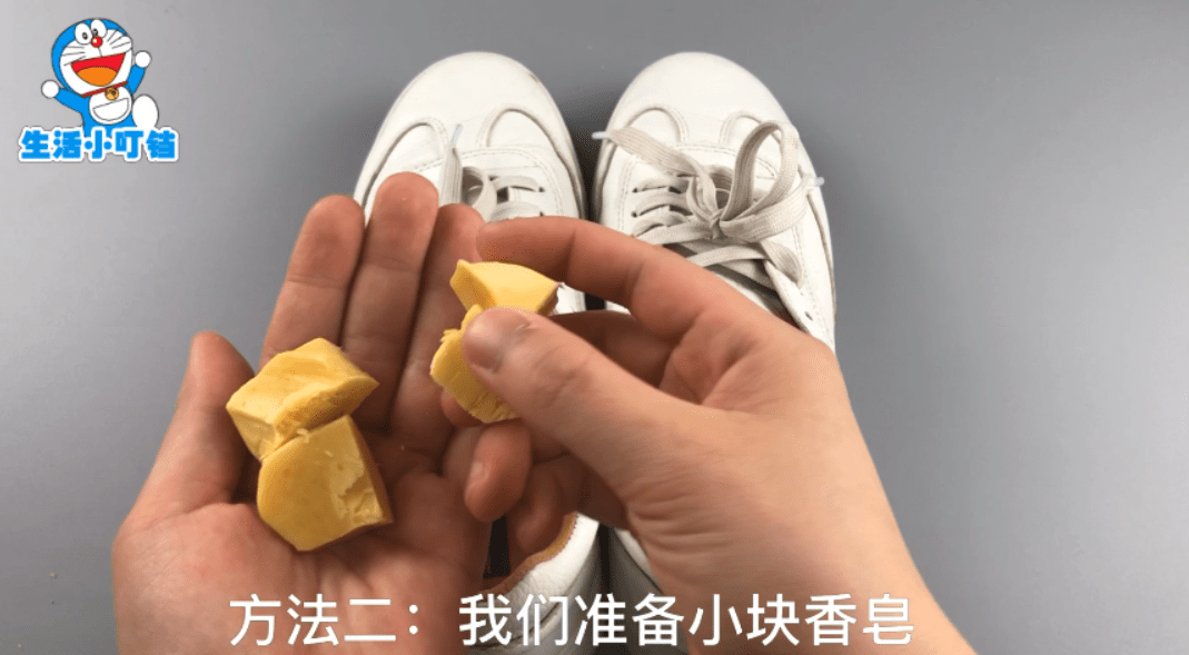 鞋里放什么能快速除臭(鞋子有臭味不用洗)插图(4)