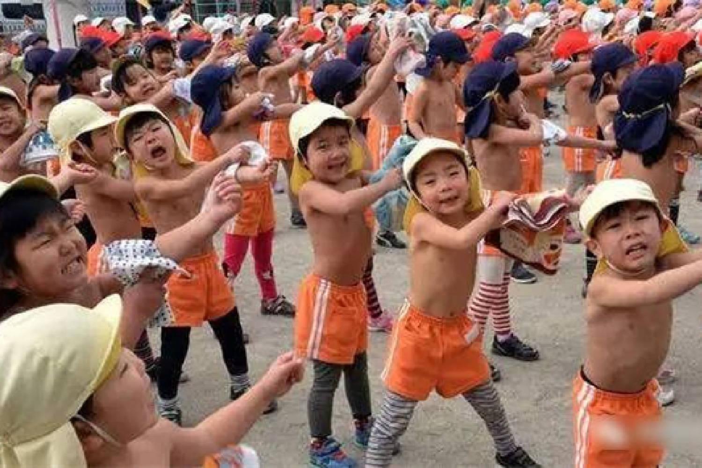 """日本孩子冬天照样光腿,""""变态""""的裸保育,换来了健康素质第一"""