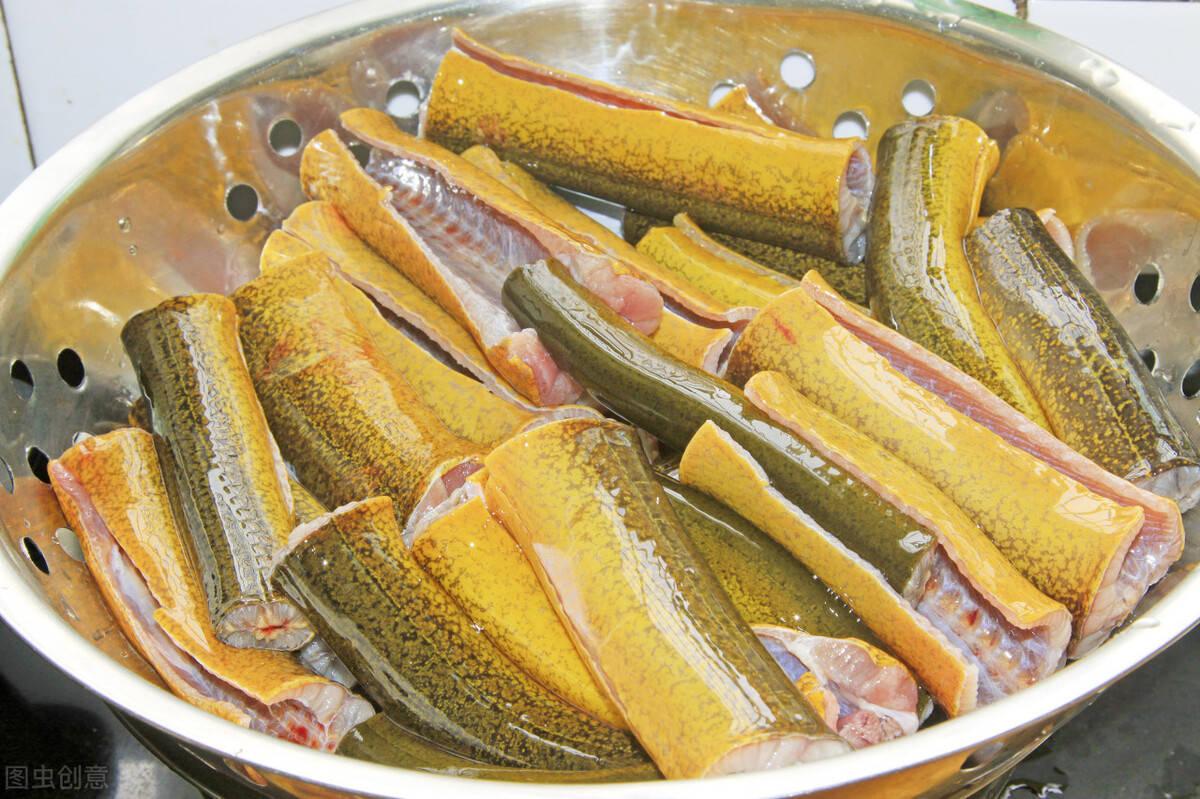 老厨师教你做,大蒜烧黄鳝的家常做法,贴秋膘进补的好菜
