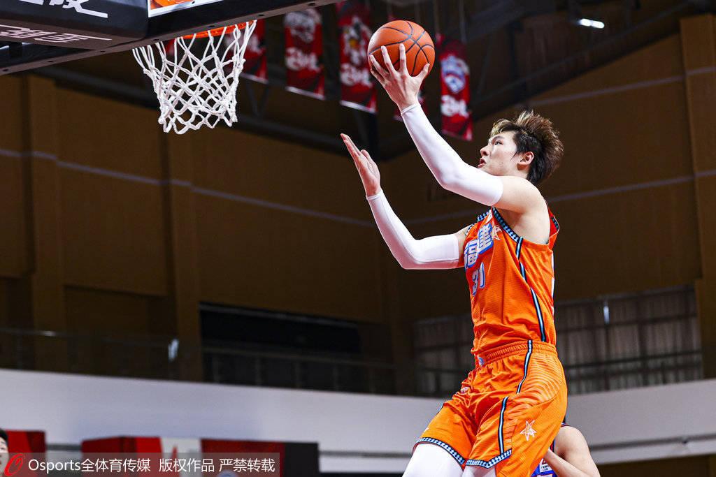 王哲林复出26+11又伤退 福建遭天津逆转吞5连败