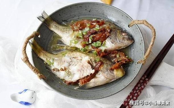 学会蒸鱼很简单,味道鲜香超下饭,孩子一次吃一大锅