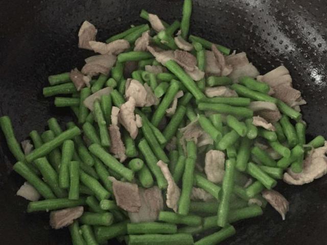 蒸面怎么做才不坨?大厨:多加一点它,面又香又有劲道,超好吃!
