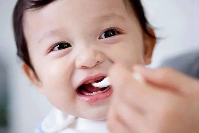 宝宝可以一直吃母乳吗,宝宝为啥要添加辅食?