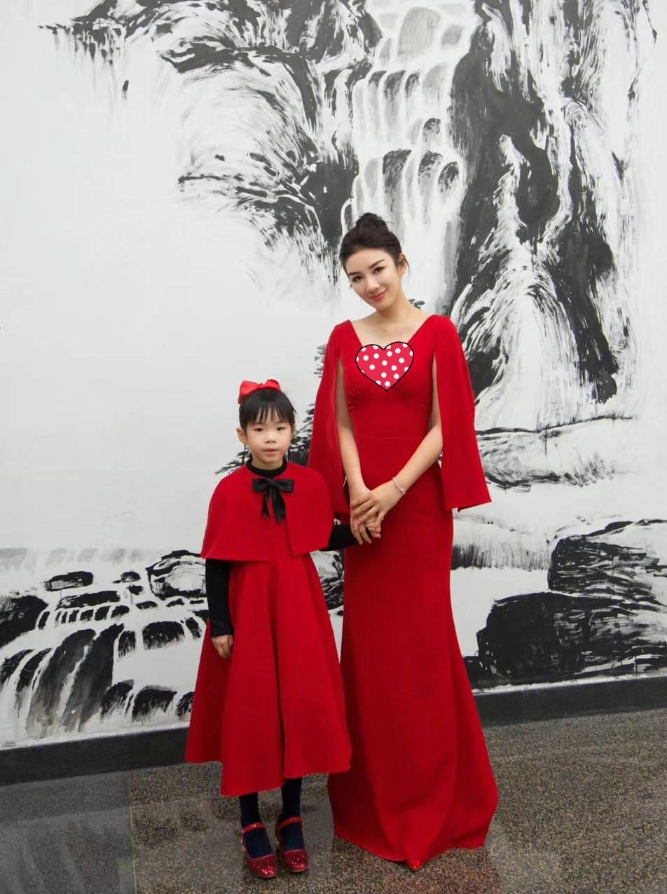 梦见女儿穿红裙子 梦见自己女儿穿红衣服