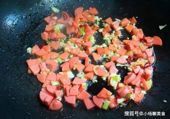 胡萝卜的叶子可以吃,这1种炒法,能够把胡萝卜叶子做成一道佳肴