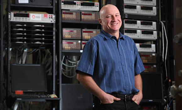 特斯拉与物理学家杰夫·达恩续约五年,似乎对固态电池不感兴趣