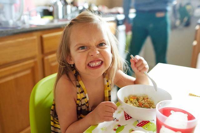 一生气就天顺直属尖叫、打滚、摔东西!脾气易怒的孩子该怎么教育?