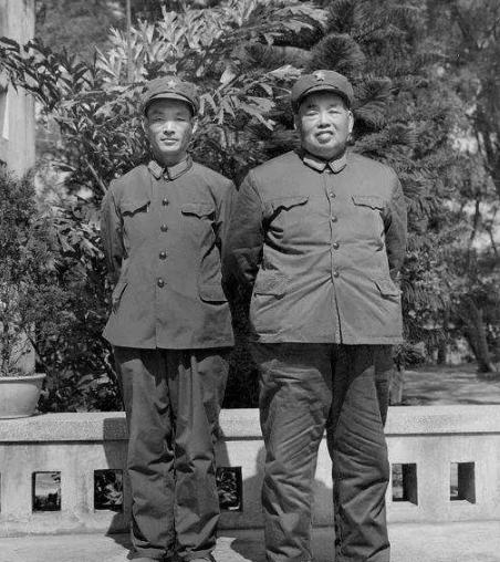 15岁参加红军,3年当上团长,中将给他当副手,若不牺牲必是大将
