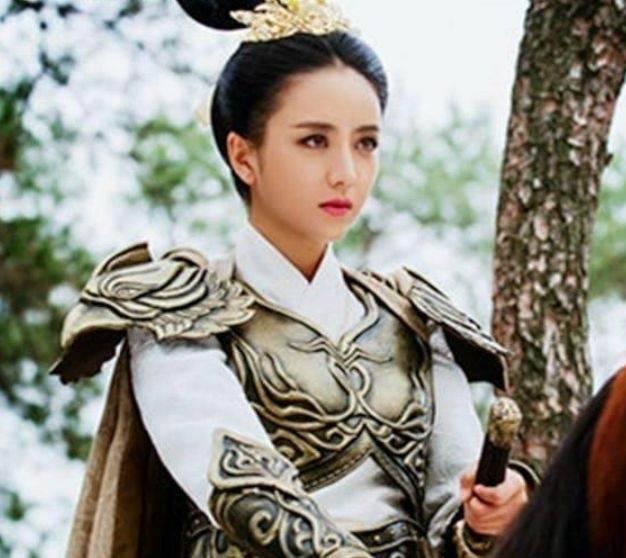 赵丽颖杨幂杨紫刘涛郑秀晶蒋欣迪丽热巴,9位女星穿盔甲谁最帅?