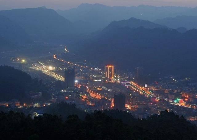 """宜宾一座幸运的小县城,受到渝昆高铁的""""眷顾"""",与高县齐头并进"""