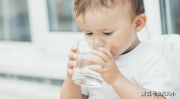 """宝宝喝水有""""四不要"""",已经伤了娃,你可能还不知道"""