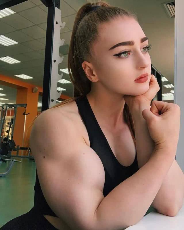 坚持力量训练的女孩,身材曲线有多迷人?