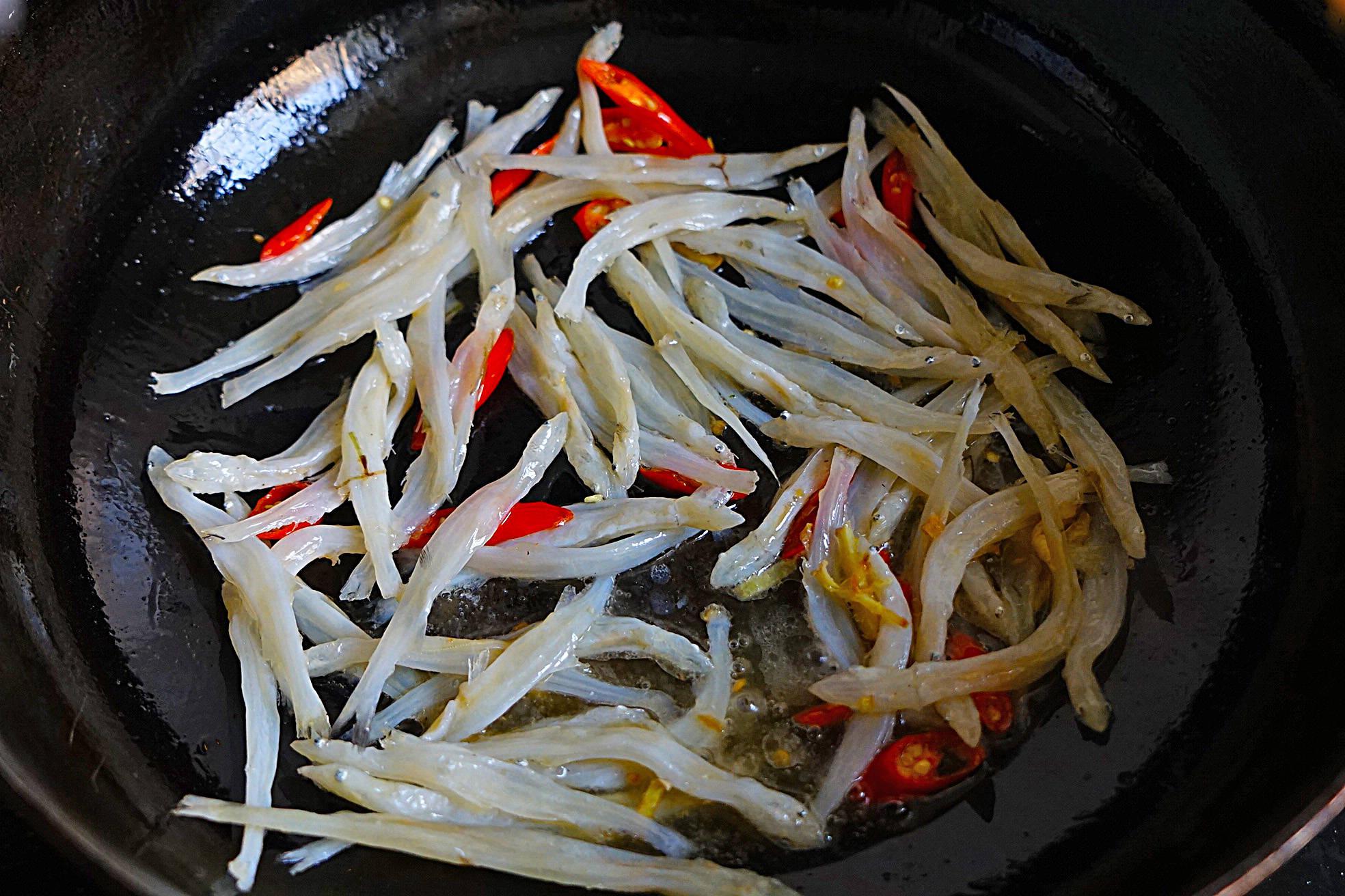 明日立春,吃立春饭这菜莫错过,和银鱼干炒味道棒极了,越吃越香