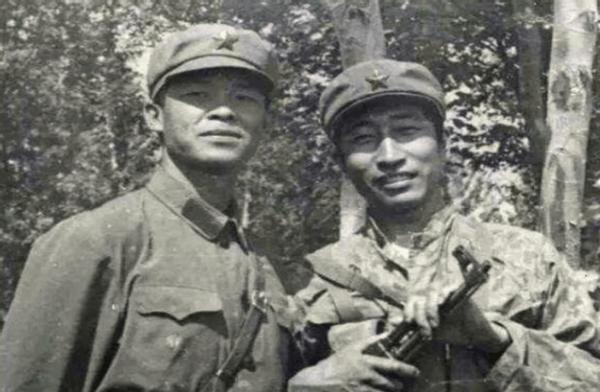 本来他就是牺牲等级最高的侦察兵。30岁那年,他被安葬在越南,他的遗骨被国家买来埋葬