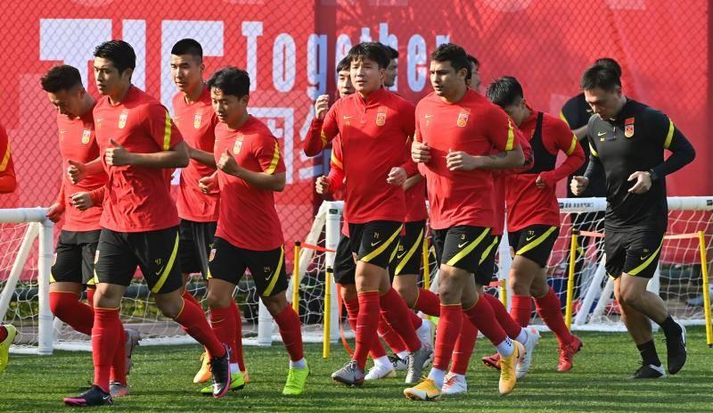 阿兰会合国足训练获教练队友肯定 热身赛阵型浮出水面_李铁