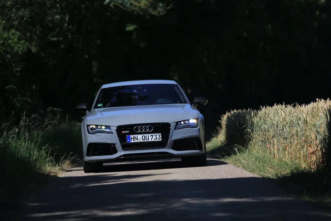 国内首测奥迪RS7:这辆最接近电动车的燃油车曾让德国小伙瞬间高潮