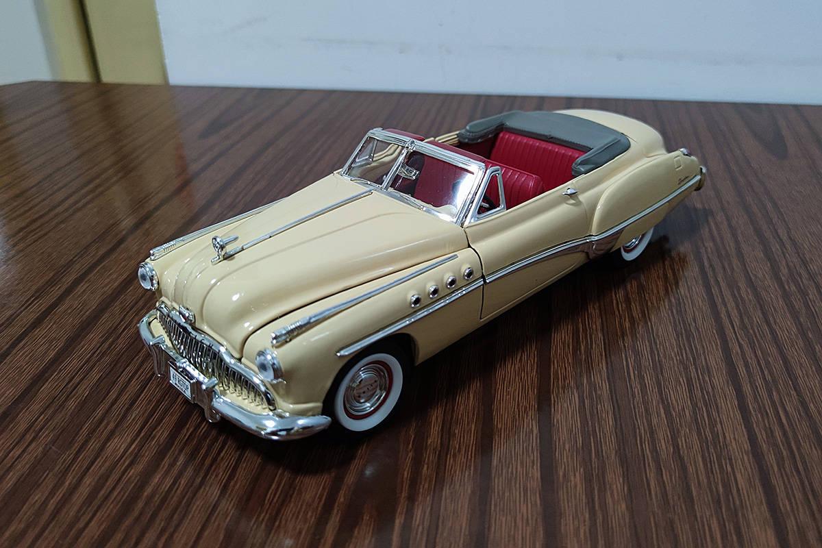 缘何引领潮流40年? 开箱1949别克Roadmaster Riviera模型