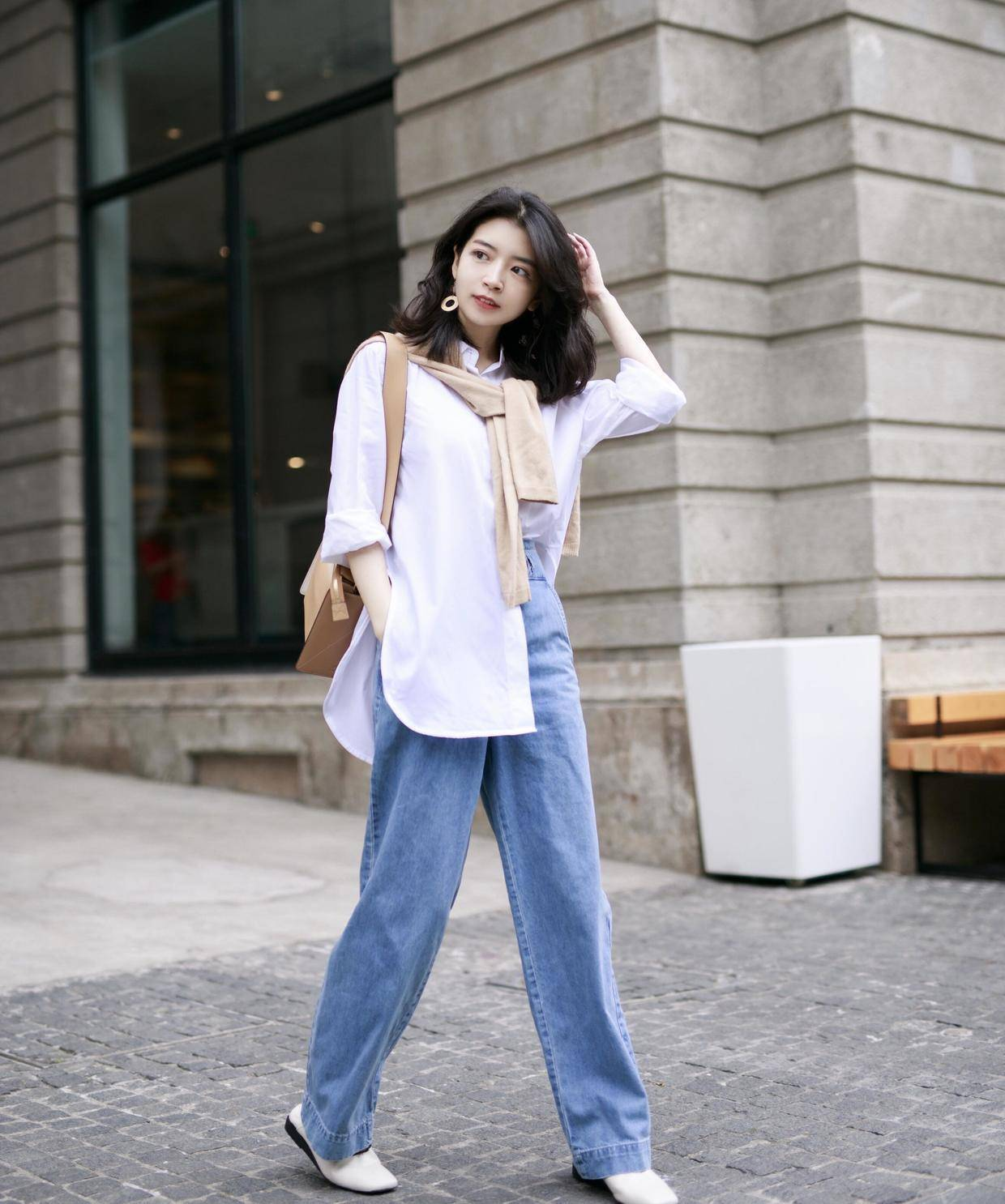 三木博主的衣服品味了得,白衬衫搭牛仔裤简约清新又俏皮,真时髦