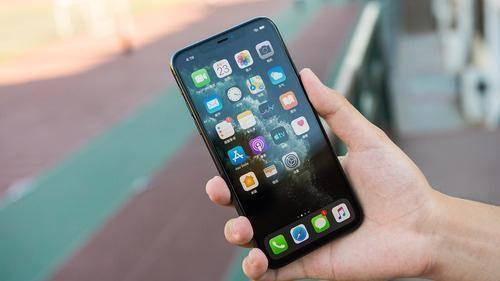 从9599元跌至6999元,自带充电器和耳机,旧款iPhone如今加速退场
