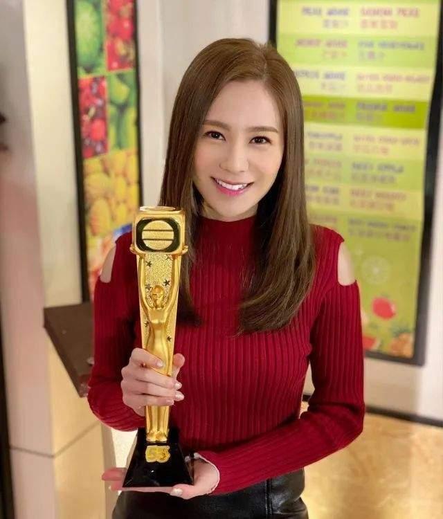 27岁TVB小花走红后绯闻多,被传搭上已婚律师,聊天记录曝光  第1张